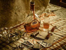 Bahaya Judi Online dan Minuman Keras
